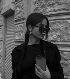Aesthetic Women, Bad Girl Aesthetic, Aesthetic Photo, Cute Poses For Pictures, Cool Girl Pictures, Girl Photos, Portrait Photography Poses, Photography Poses Women, Foto Glamour