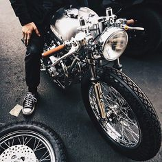"4,270 Likes, 27 Comments - www.HondaCafeRacers.com (@hondacafe_racers) on Instagram: ""Check out this sweet cb550 more pics in BIO. . . . . #caferacer #hondacb #honda #motorcycle #style…"""