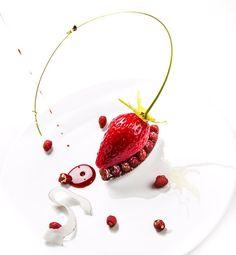 Place à la fraise dans @topchefm6 ce soir @m6officiel #fraise #topchef #printemps #été #couleur #rouge #dessert #patisserie #pastry #spring…