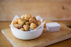"""Crispy+Parmesan-Cauliflower+""""Poppers"""",+The+Perfect+Veggie+To+Pop    Ingredients:    12+oz+bag+cauliflower+florets,+cut+into+small,+bite-size+""""popper""""+pieces  •+Salt  ½+cup+flour  2+eggs  1+cup+panko+breadcrumbs  ½+cup+grated+parmesan+cheese  •+Pinch+paprika  •+Pinch+black+pepper  •+Canola+oil,+for+frying  •+Creamy+Buttermilk+Ran"""