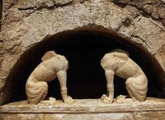Two headless stone sphinxes are seen under a barrel-vault topping the entrance to an ancient tomb under excavation at Amphipolis. Warrior King, Greek Warrior, Alexandre Le Grand, Ancient Tomb, Ancient Artifacts, Macedonia Greece, Louvre, Alexander The Great, Greek Art