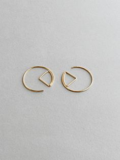 Minimalist Geometric Hoop Earrings made with yellow gold filled. It is modern, edgy and very versatile to be worn with any outfits. It make a great gift idea too. DETAILS ▼Geometric Earrings ▼Available in Argentium silver (organic silver) and Rose Gold-filled too. ▼Contains
