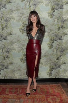 Dakota Johnson joined Tessa Thompson and Dita von Teese on the red carpet last month for the opening of Gucci Osteria da Massimo Bottura Beverly Hills, Dakota Johnson Feet, Estilo Dakota Johnson, Dakota Johnson Style, Dakota Mayi Johnson, Dame Chic, Look Fashion, Fashion Outfits, Fashion Hair, Vogue Fashion
