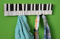Home decor piano wall hanger por popRenaissance en Etsy #diy #gift #christmas