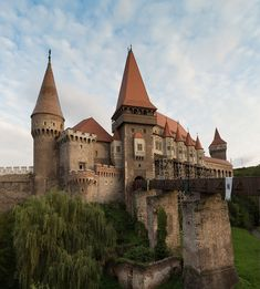 "bonitavista: ""Corvin Castle, Hunedoara, Romania photo via tiffany "" Chateau Moyen Age, Photo Chateau, Europe Centrale, Visit Romania, Romania Travel, Beautiful Architecture, Eastern Europe, Lonely Planet, Places To See"