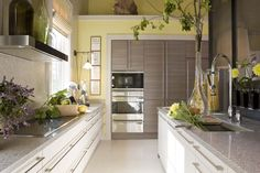 8 Blessed Cool Ideas: U Shaped Kitchen Remodel Bar split level kitchen remodel layout.Kitchen Remodel Tips Projects ikea kitchen remodel faucets. Yellow Kitchen Designs, Yellow Kitchen Walls, Kitchen Colour Schemes, Yellow Walls, Yellow Accents, Kitchen Colors, Color Schemes, Diy Kitchen Remodel, Home Decor Kitchen