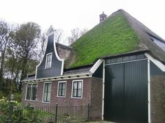 Wijdenes / stolpboerderij met houten topgeveltje Holland Netherlands, Old Farm Houses, The Province, Folklore, Dutch, Buildings, Shed, Barn, Farmhouse