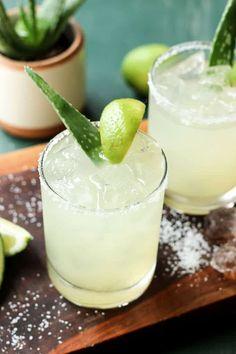 Pink Lemonade Recipes, Margarita Recipes, Cocktail Recipes, Aloe Vera Stretch Marks, Aloe Vera Juice Recipes, Quick Recipes, Cooking Recipes, Healthy Cocktails, Drinks