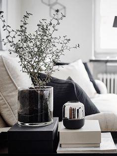 11 Monochrome Living Room Design Tips - 11 Monochrome Living Room Design Tips modern living room inspiration Modern Interior Design, Interior Styling, Interior Decorating, Living Room Designs, Living Room Decor, Living Rooms, Deco Table, Black Decor, Home Decor Accessories