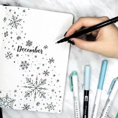 aktuellste Bild Kalender december Stil kostenlos Bullet journal monthly cover page, December cover page, snowflake drawings, Winter drawings. Planner Bullet Journal, Bullet Journal Page, December Bullet Journal, Bullet Journal Spread, Bullet Journal Inspiration, Bullet Journal Christmas, Bullet Journal Doodles Ideas, Bullet Journal Calendar Ideas, Bullet Journal Design Ideas