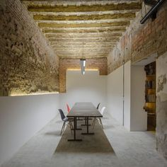 Image 2 of 22 from gallery of San Jerónimo Atelier / CUAC Arquitectura. Photograph by Fernando Alda Architecture Details, Interior Architecture, Interior And Exterior, Futuristic Architecture, Interior Decorating, Interior Design, Luxury Interior, Office Interiors, Loft Interiors