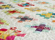 Great tutorial on Granny Square quilt blocks. Quilting Tutorials, Quilting Projects, Sewing Projects, Quilting Ideas, Sewing Tutorials, Hand Quilting, Fall Quilts, Scrappy Quilts, Dog Quilts