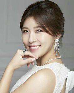 J-One, a complete Skin Care routine brand owned by popular Korean actress Ha Ji-Won is now available for Wholesale at with lowest wholesale prices. Korean Beauty, Asian Beauty, Han Ji Won, High Cut Korea, Singer Fashion, Senior Girl Poses, Korean People, Drama Korea, Japan Girl