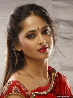 Anushka Shetty photos and anushka wallpapers Gallery Beautiful Bollywood Actress, Most Beautiful Indian Actress, Beautiful Actresses, Beauty Full Girl, Beauty Women, Anushka Wallpapers, Anushka Shetty Saree, Anushka Photos, Anushka Images
