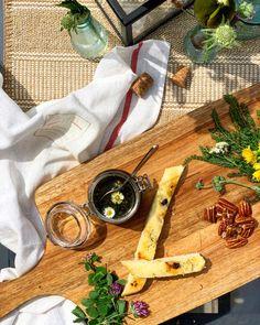 #küchenbasics #kitchenbasics #herbs #wildkräuter #wildekräuter #kräuter #brennessel #schafgarbe #klee #rezeptideen #soulfood #guteküche #hausmannskost #einfacherezepte #esskultur #kochrezepte #kochen #kochenmachtspaß #diykitchen #österreichischeküche #österreichischerezepte #speisen #speisundtrank #rezeptezumnachmachen #cooking #schnelleküche #schnellerezepte #blitzrezepte #spezielleernährung #zubereitungsart #löwenzahn #pesto #wiesenkräuter #veganfood #vegan #veganerezepte #selbstgemacht Diy Kit, Kraut, Wood Watch, Pesto, Chef Recipes, Fast Recipes, Homemade, Cooking, Wooden Clock