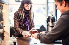 Além de manter um bom relacionamento com os clientes atuais, o foco no bom atendimento ainda te traz novas pessoas que esses clientes irão indicar!
