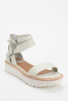 We LOVE double strap sandals! // Dolce Vita Zenith Flatform Sandal