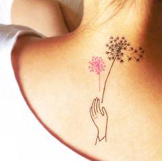 Pequenos toques de delicadeza e feminilidade. <3 Tatuagem Temporária DENTE DE LEÃO www.tattooux.com