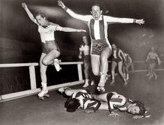Roller Derby Girls: 1950.
