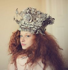 Ive always wanted to do kind of a paperbag princess with crown and big poofy hair Foto Fantasy, Invisible Crown, Tiaras And Crowns, Crown Jewels, Headgear, Robert Mapplethorpe, Headdress, Fascinator, Red Hair