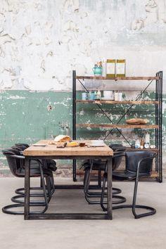 Industrieel interieur   zwart   hout   metaal - Makeover.nl