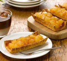 「ウチカフェ 具だくさん アップルパイ」が新発売♪パイ生地の上にはカスタードがひかれています。サックリした生地と、香ばしいりんごの果肉感をお楽しみください。 http://lawson.eng.mg/42192