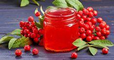 Hemgjord klassisk rönnbärsgelé – höstens godaste tillbehör! | Land.se Muesli, Mason Jars, Food And Drink, Land, Smoothie, Vegetables, Cooking, Tableware, Corner