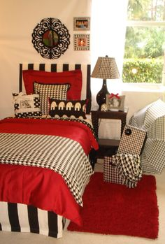 University of Alabama UA Girl Custom College Dorm Room Bedding and Décor Set University of Alabama Custom Girl Crimson and Hounds tooth Dorm Bedding Set – Decor 2 Ur Door