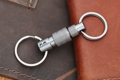 Q-Ring Titanium Quick-Release Keychain Edc Keychain, Keychain Tools, Keychains, Edc Carry, Edc Everyday Carry, Commercial Fitness Equipment, Edc Gadgets, Edc Tools, Edc Gear