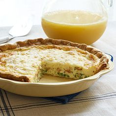 Lorraine Quiche Lorraine ~ this is the standard recipe I use for quiche. It's simple and delicious. (from Southern Living)Quiche Lorraine ~ this is the standard recipe I use for quiche. It's simple and delicious. (from Southern Living) Quiche Recipes, Brunch Recipes, Brunch Menu, Brunch Foods, Entree Recipes, Party Recipes, Brunch Ideas, Yummy Recipes, Pan Dulce