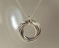 Lots of Free Jewelry Making Tutorials & Lessons   Similar to Tiffany necklace ~ very elegant in it's simplicity