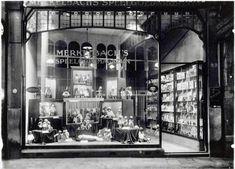 Merkelbach in de Kalverstraat, een speelgoedzaak met, op de eerste etage treinen en modelbouw.