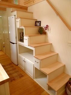 Tanzu stairs provide a large amount of storage space and room for an apartment size refrigerator. Tiny House Big Living, Tiny House Stairs, Loft Stairs, Small House Plans, Cottage Living, Full House, Small Apartments, Small Spaces, Apartment Size Refrigerator