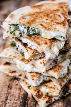Spinach & Artichoke Quesadillas - Full of baby spinach artichoke and CHEESE! Ooey gooey and majorly delicious! Spinach & Artichoke Quesadillas - Full of baby spinach artichoke and CHEESE! Ooey gooey and majorly delicious! Think Food, I Love Food, Food For Thought, Good Food, Yummy Food, Veggie Recipes, Mexican Food Recipes, Cooking Recipes, Healthy Recipes