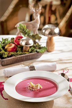 This beetroot soup is surprisingly different for Christmas, currant jelly gives the soup a fruity ta Beetroot Soup, Dinner For One, Snacks, Table Decorations, Christmas, Post, Tags, Blog, Pray