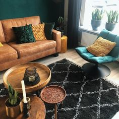 Classic setting room with amazing planters as in the image you can see. Printed Mongolian rug is cen Bohemian Room, Bohemian Style, Boho Chic, Bohemian Interior, Hippie Style, My Living Room, Living Room Decor, Bedroom Decor, Classic Furniture