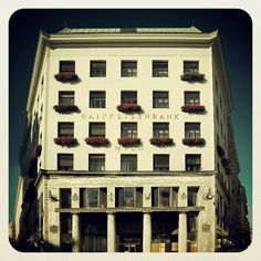 Adolf Loos - CASA EN MICHELERPLATZ (LOOSHAUS) Bauhaus, Vienna, Modern Architecture, Photo Wall, Frame, Instagram Posts, Home Decor, Home, Buildings