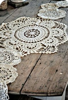 Crochet Doily Table Runner - this is what I want to make! Crochet Doily Table Runner - this is what I want to make! Lace Doilies, Crochet Doilies, Vintage Accessoires, Doily Wedding, Wedding Table, Wedding Reception, Love Vintage, Vintage Lace, Crochet Table Runner