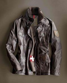 Lederfieldjacket aus der STRELLSON Swiss Cross-Kollektion. Mit austrennbarem Wollfutter und einem echten Schweizer Taschenmesser in der Innentasche. Auch in Schwarz erhältlich bei HIRMER #Hirmer #Jacken #Leder #MensFashion #Lederjacken