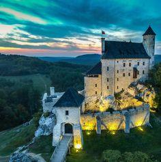 Beautiful Castles, Beautiful Buildings, Beautiful Places, Peles Castle, Medieval Castle, Dream Vacations, Vacation Spots, Romanian Castles, Renaissance