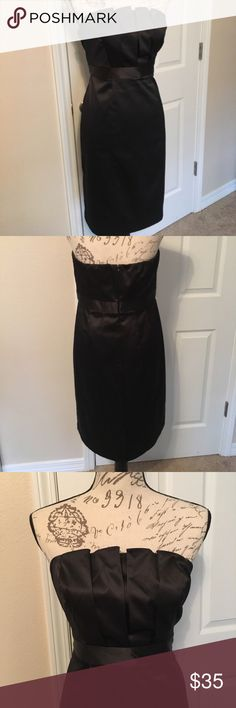 The Limited Strapless Black Dress 10 The Limited Little Black Dress Strapless Sexy Valentines Day Date Night Out 10. This listing is for a women's PRE-OWNED The Limited 'little black dress', size 10. This is the PERFECT date night dress or just a dress for a night on the town!!! Worn once for a wedding, in EXCELLENT USED CONDITION!!!   ⛱ I offer bundle pricing but I also welcome offers!!! The Limited Dresses Strapless