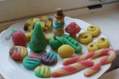 Julgodis i mandelmassa och marsipan - pysselmani Lollipop Candy, Candy Cookies, Marzipan, Christmas Tree, Christmas Ideas, Baking, Fruit, Desserts, Etsy