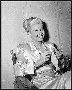 Doris Day - Knitter.                               Doris Day knitting? My life is complete!