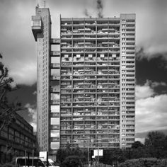 The Trellick Tower in London, an example of modernist, brutalist architecture, designed by Erno Goldfinger Concrete Architecture, London Architecture, Concrete Building, Architecture Design, Bauhaus, Eero Saarinen, Brutalist Buildings, Tower Block, Tower Of London