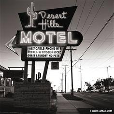 Desert Hills Motel, © Shannon Richardson, www.lumas.com