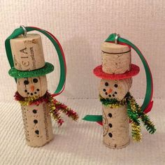 These 11 Christmas Wine Cork Crafts Are DIYs You Don't Wanna Miss! From decor to gift labels, who knew cork screws were so useful? Christmas Ornament Crafts, Snowman Crafts, Christmas Projects, Handmade Christmas, Holiday Crafts, Christmas Crafts, Christmas Decorations, Snowman Ornaments, Snowmen
