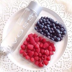 Turn your Voss Water Bottle into a fruit infuser. Just add fruit to your bottle, add the strainer piece, and enjoy fruit infused water to go without the seeds. Infused Water Recipes, Fruit Infused Water, Healthy Water, Healthy Drinks, Happy Healthy, Healthy Food, Agua Voss, Digestive Detox, Body Detoxification