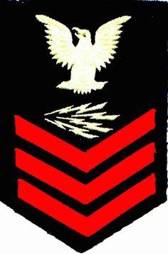 "Radioman Class""Crow"" from Navy dress blues uniform. Navy Blue Dresses, Navy Dress, Virtual Memory, Branch Of Service, Dress Blues, Go Navy, Navy Life, Military Insignia, United States Navy"