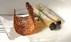 Receta de Tejas de queso y cigarrillos de morcilla No Cook Appetizers, Hors D'oeuvres, Food Decoration, Love Food, Catering, Queso, Food And Drink, Rolls, Snacks