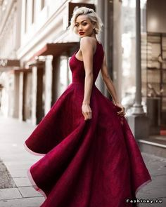 Lady in red платья